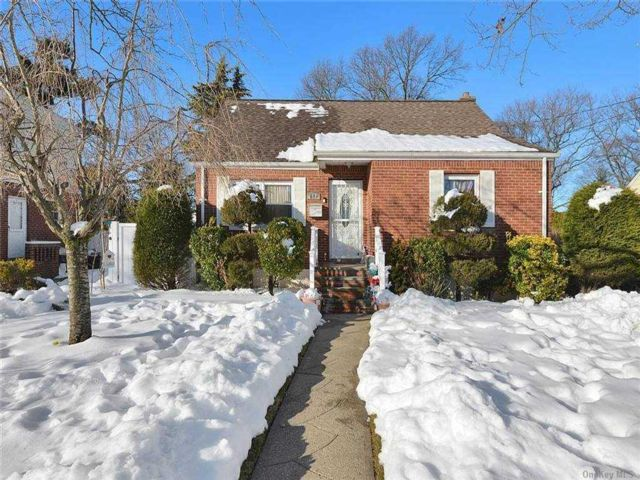 4 BR,  1.00 BTH Cape style home in Uniondale