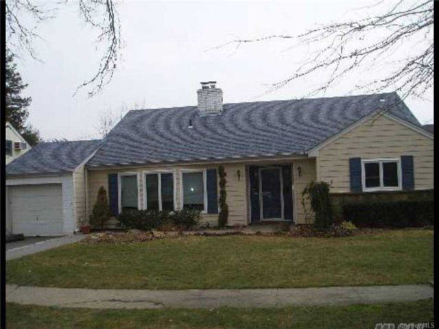 5 BR,  2.00 BTH Exp ranch style home in East Rockaway