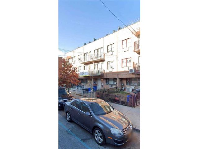 3 BR,  2.00 BTH  Apt in house style home in Long Island City