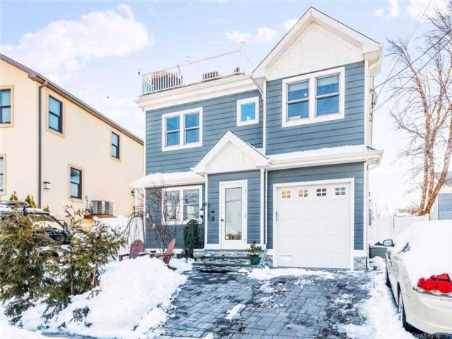 3 BR,  3.00 BTH Contemporary style home in Point Lookout