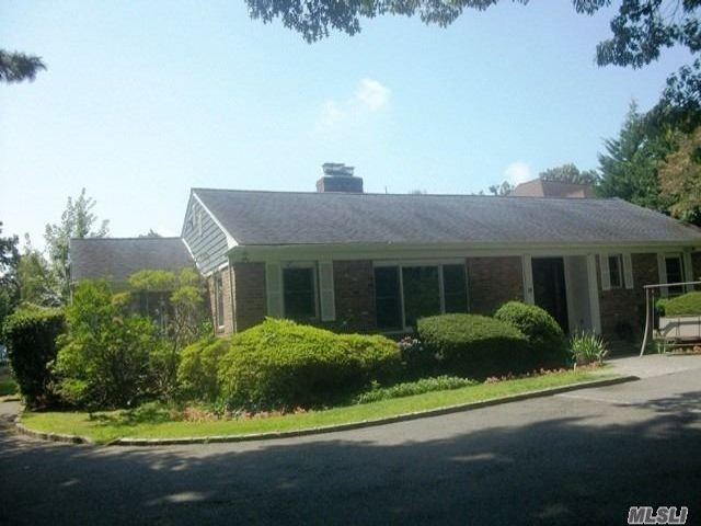 3 BR,  4.00 BTH  Exp ranch style home in Farmingdale