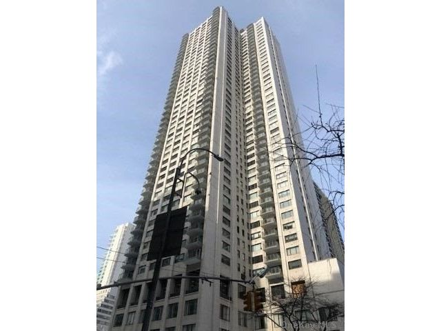 2 BR,  3.00 BTH  High rise style home in NYC - Fifth Avenue