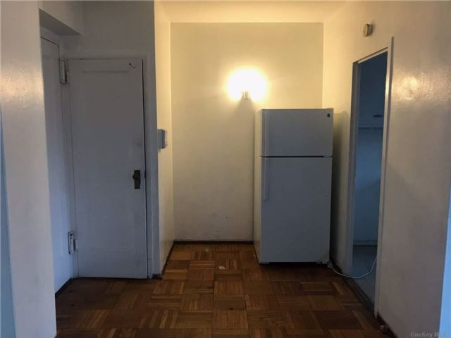 1 BR,  1.00 BTH  Apt in bldg style home in Parkchester