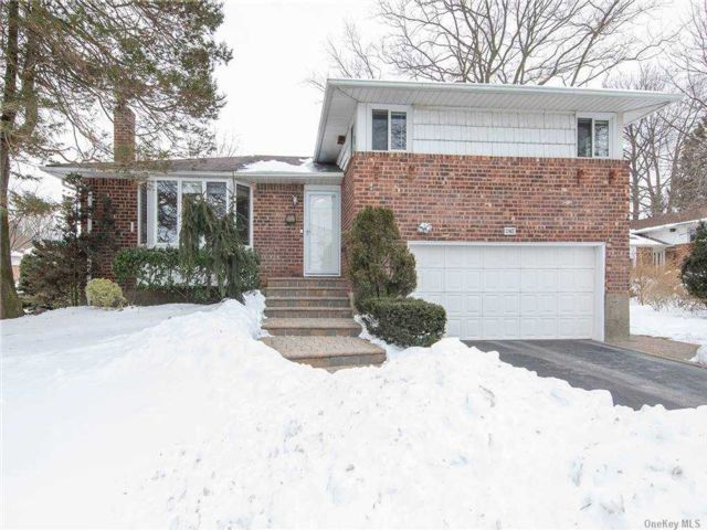 3 BR,  3.00 BTH Split level style home in Plainview