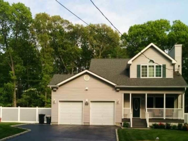 4 BR,  3.00 BTH Colonial style home in Port Jefferson