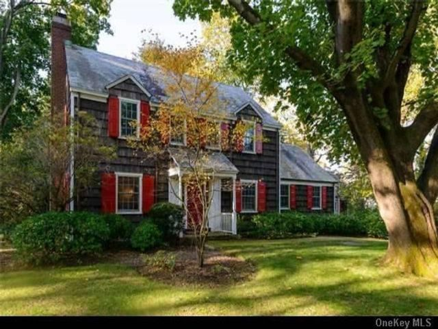 4 BR,  4.00 BTH Colonial style home in Brookville