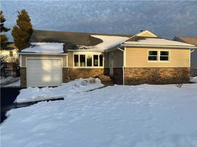3 BR,  2.00 BTH Ranch style home in Carle Place