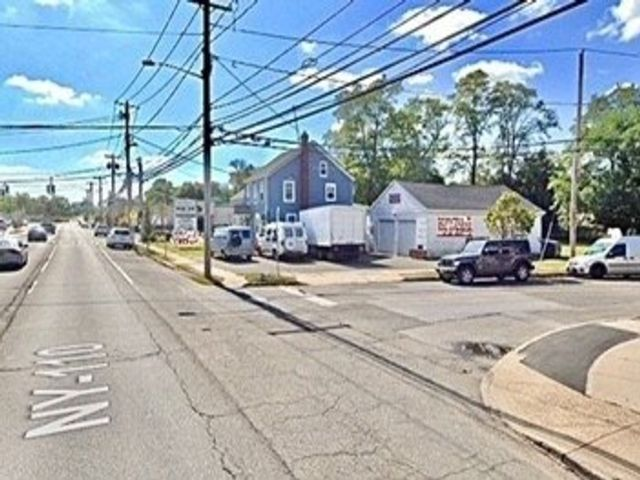 Studio,  0.00 BTH Commercial style home in Amityville