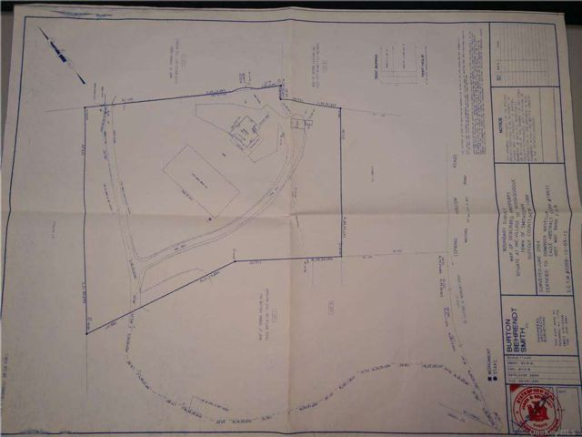 Lot <b>Size:</b> 3 Land style home in Nissequogue