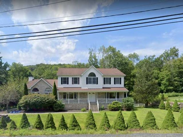 5 BR,  4.00 BTH Colonial style home in Ringwood