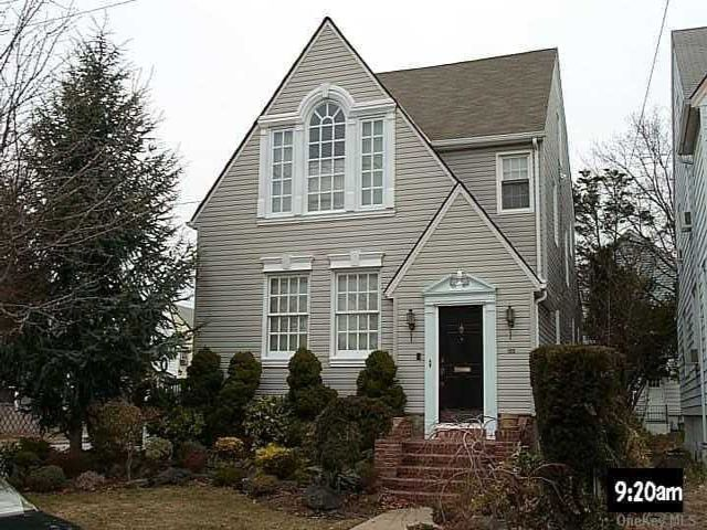 4 BR,  2.00 BTH  Colonial style home in Valley Stream