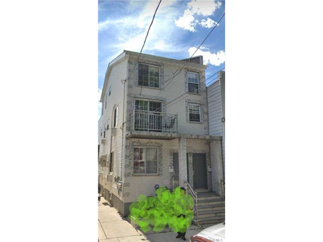 5 BR,  3.00 BTH 2 story style home in Ozone Park