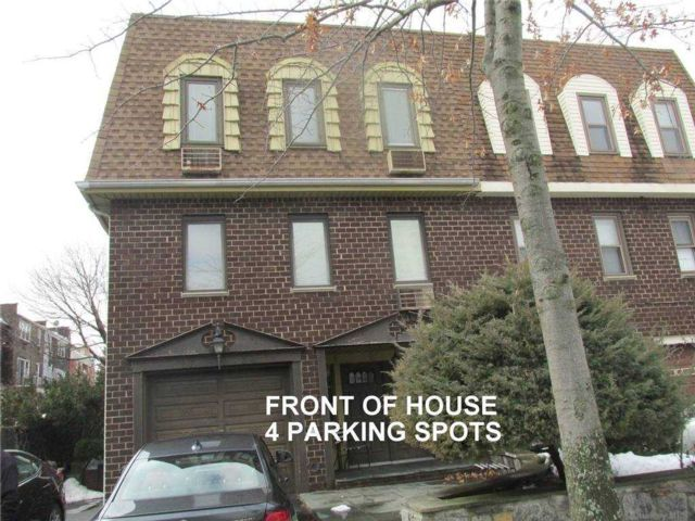 7 BR,  5.00 BTH Other style home in Bayside