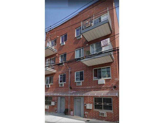 11 BR,  7.00 BTH Contemporary style home in Corona