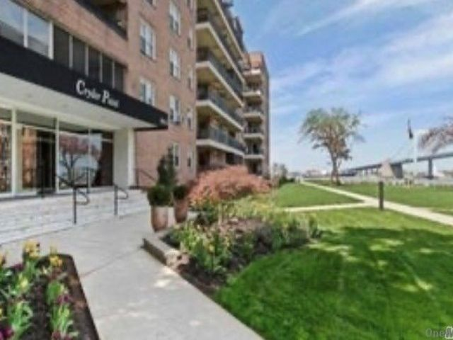 1 BR,  1.00 BTH Garden apartmen style home in Whitestone