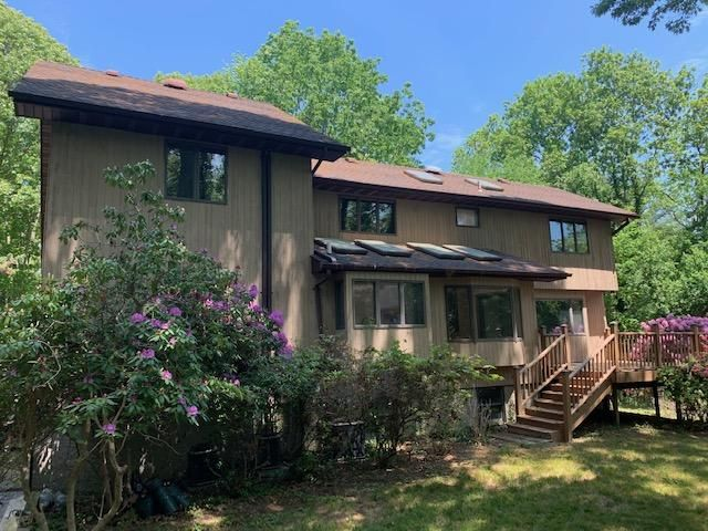 [Stony Brook Real Estate, listing number 3176984]