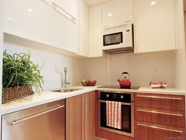 1 BR,  1.00 BTH Other style home in Astoria