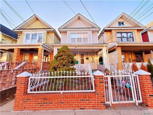 3 BR,  3.00 BTH  Colonial style home in Richmond Hill