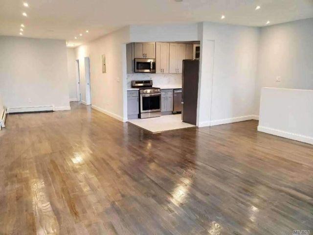5 BR,  2.00 BTH Apt in house style home in Far Rockaway