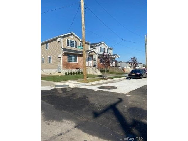 6 BR,  3.00 BTH  2 story style home in Arverne