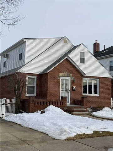 3 BR,  1.00 BTH Cape style home in Floral Park