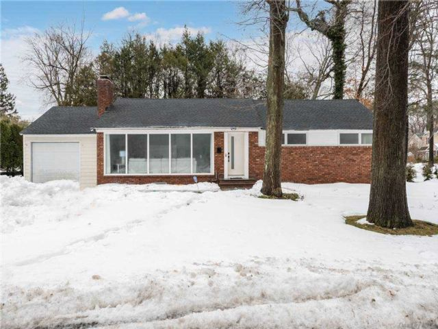 4 BR,  2.00 BTH Ranch style home in East Hills