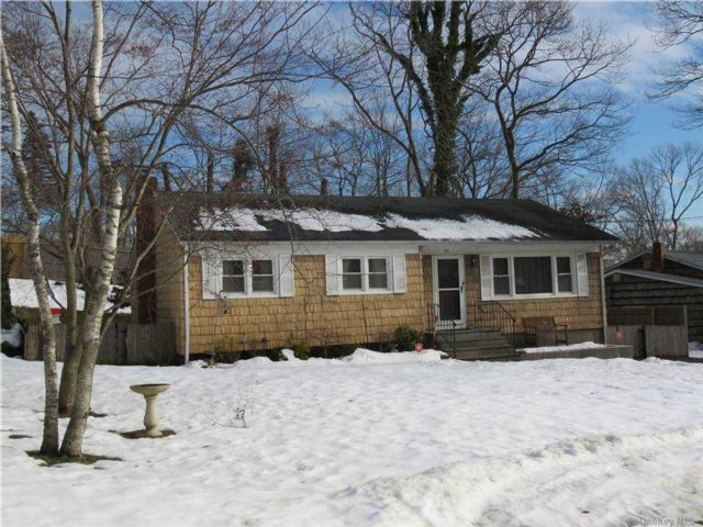 3 BR,  1.00 BTH  Ranch style home in Sound Beach