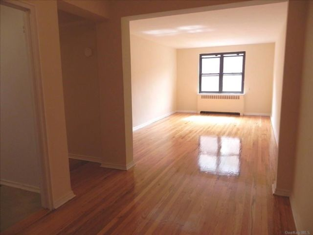 1 BR,  1.00 BTH Apt in bldg style home in Great Neck
