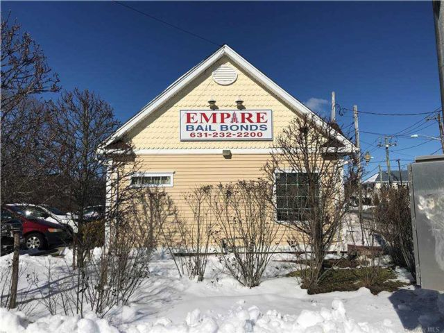 Studio,  0.00 BTH  Commercial style home in Central Islip