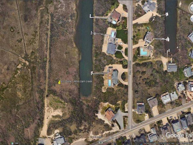 Lot <b>Size:</b> 0X0 Land style home in Westhampton Bch