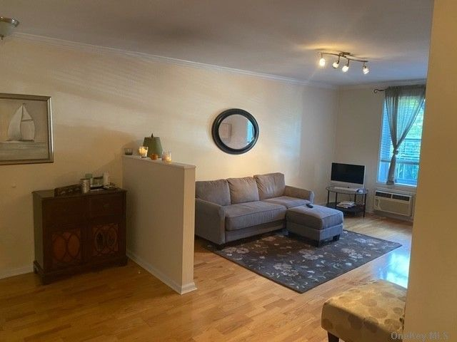 1 BR,  1.00 BTH Mid rise style home in Little Neck