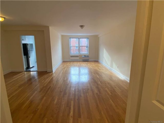 1 BR,  1.00 BTH  Apt in bldg style home in Flushing