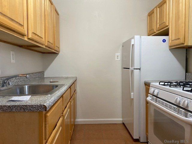 1 BR,  1.00 BTH  Apt in bldg style home in Middle Village