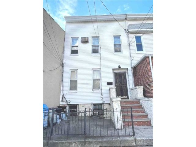 [Woodhaven Real Estate, listing number 3177217]