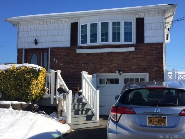 [Lindenhurst Real Estate, listing number 3177228]
