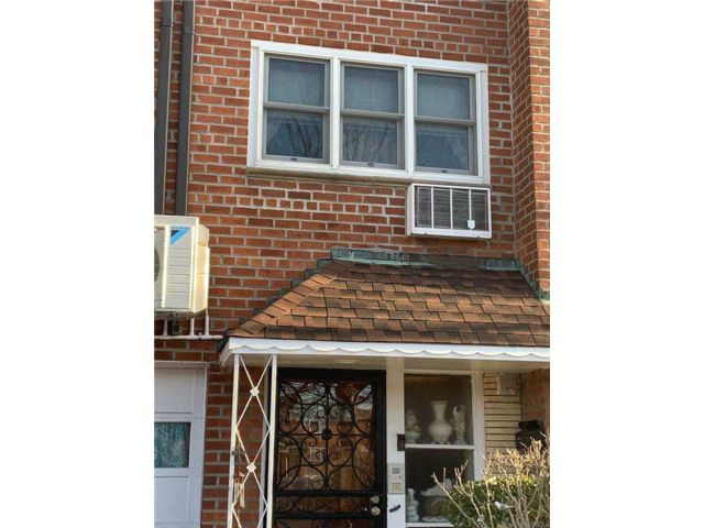 1 BR,  1.00 BTH  Multi family style home in Floral Park