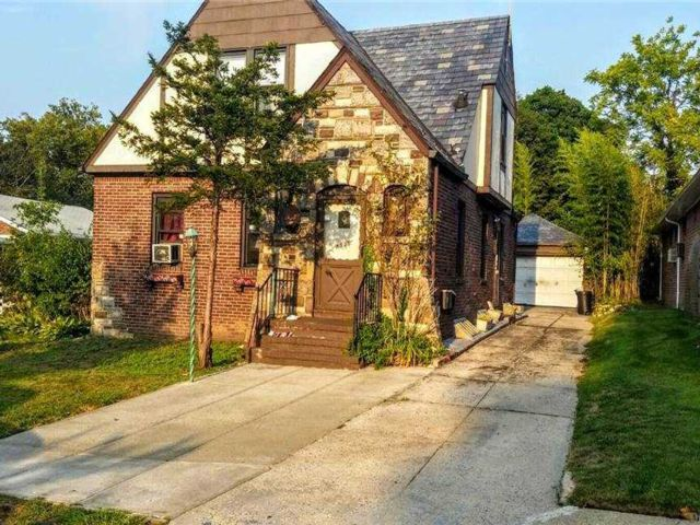 3 BR,  2.00 BTH  Apt in house style home in Briarwood