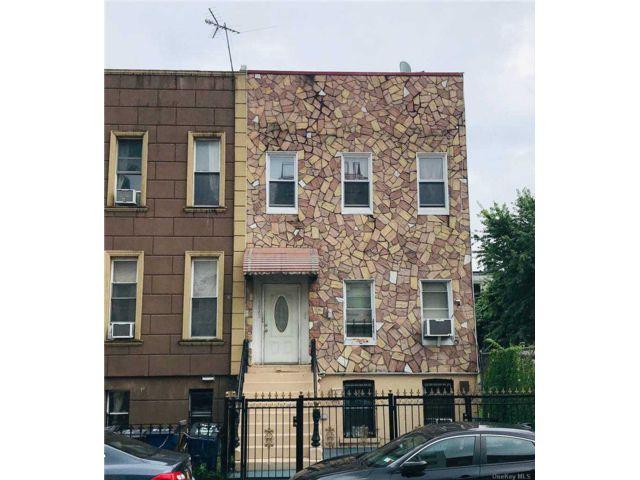4 BR,  1.00 BTH 2 story style home in Bushwick