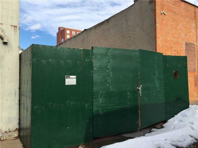 Lot <b>Size:</b> 34x100.17 Land style home in Windsor Terrace