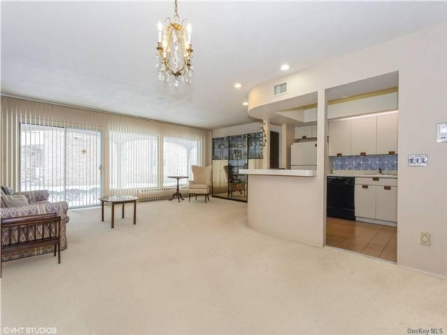 2 BR,  3.00 BTH Townhouse style home in Bayside