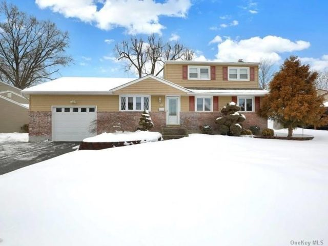 4 BR,  2.00 BTH  Exp ranch style home in Commack