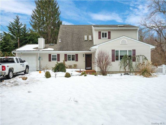 5 BR,  2.00 BTH  Farm ranch style home in Port Jefferson Station