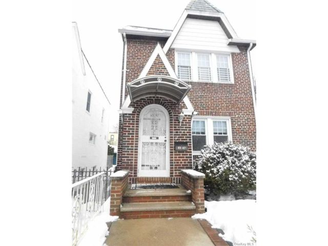 3 BR,  3.00 BTH Colonial style home in Rego Park