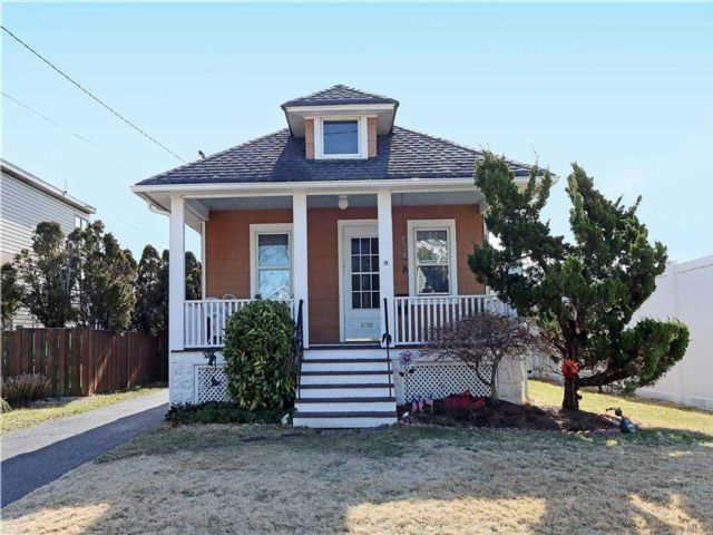 2 BR,  1.00 BTH Ranch style home in Bellmore