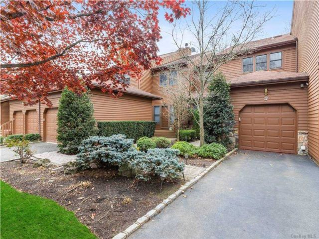 3 BR,  3.00 BTH Townhouse style home in Jericho