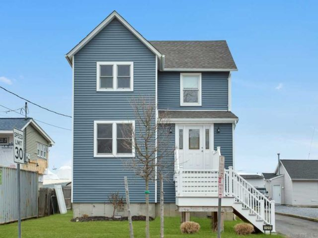 3 BR,  2.00 BTH Colonial style home in Bay Shore