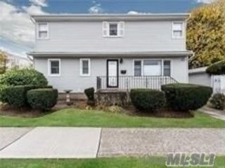 7 BR,  2.00 BTH Exp ranch style home in Uniondale