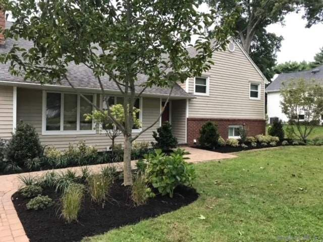 4 BR,  3.00 BTH  Split level style home in Huntington Station
