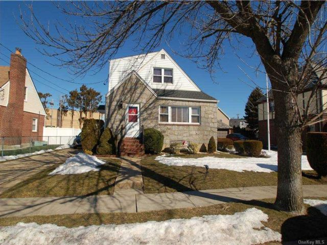 5 BR,  3.00 BTH  Cape style home in New Hyde Park
