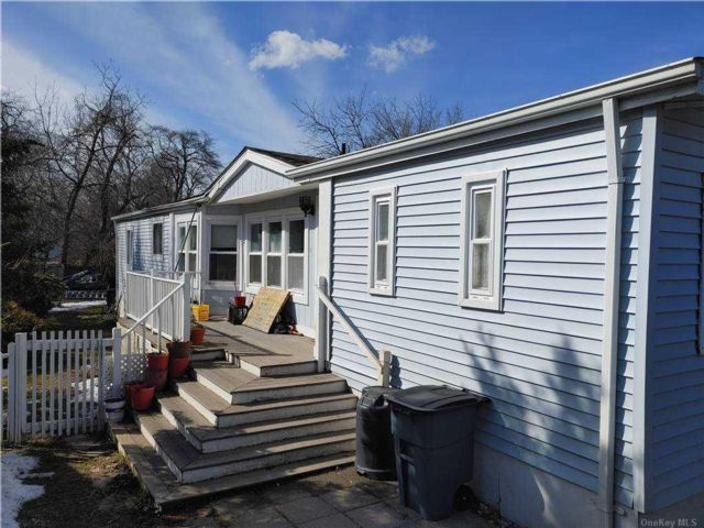 4 BR,  2.00 BTH Ranch style home in Riverhead